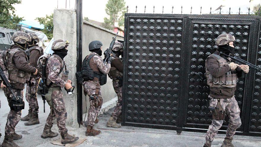 9 ilde eş zamanlı düzenlenen operasyonlarda 90 kişi gözaltına alındı