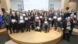 Premiato a Bruxelles il prof che accoglie i migranti