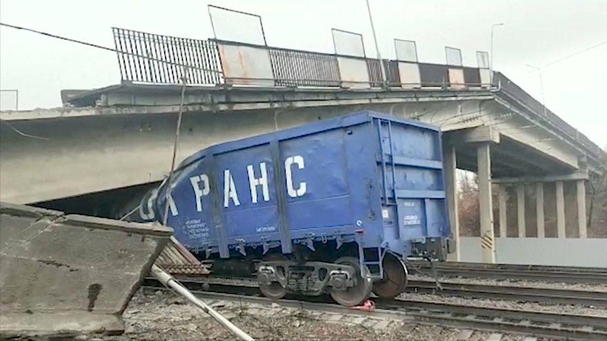 Effondrement d'un pan d'autoroute sur la ligne transsibérienne