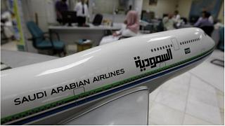 """""""السعودية"""" للطيران ترفض ركوب مسافر على متن إحدى طائراتها والسبب.. سرواله القصير!"""