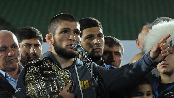 بعد تهنئته المصارع حبيب نورماغوميدوف... ما هي علاقة بوتين بمصارعي القتال المختلط ؟