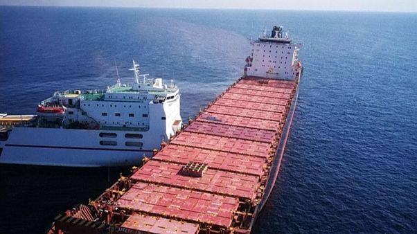 Akdeniz'deki gemi kazası sonrası oluşan petrol sızıntısı endişe veriyor