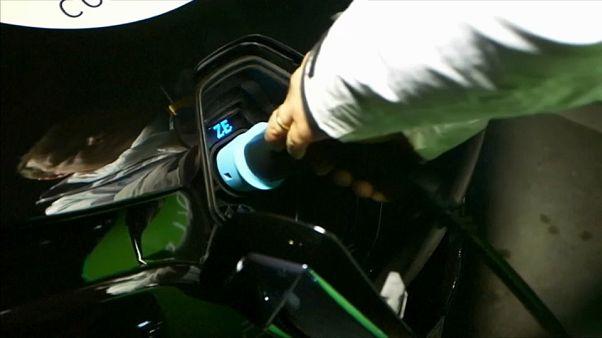 Automobile: l'électrique moins cher que l'essence