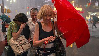 Жаркая осень: планета борется со стихийными бедствиями
