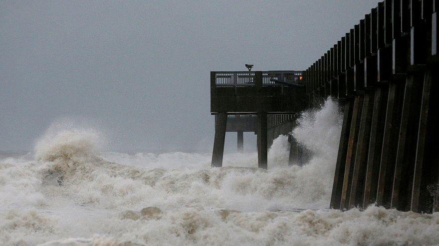 "Kategorie 4 Hurrikan ""Michael"" donnert über Florida"