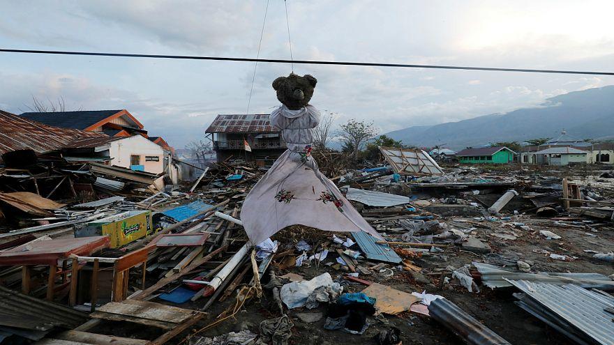 ارتفاع ضحايا تسونامي وزلزال إندونيسيا إلى 2045 قتيلا