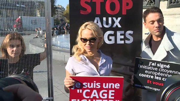 Pamela Anderson mise en cage pour les droits des animaux
