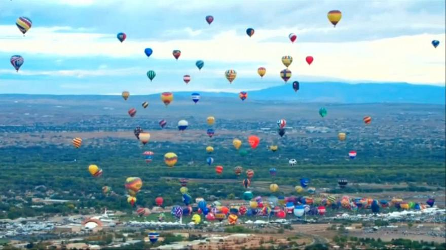 'World's biggest' hot air balloon festival held in New Mexico