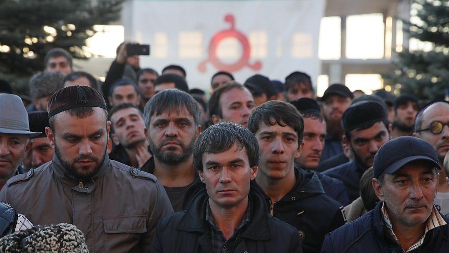 احتجاجات إنغوشيا الروسية: عين زعيم الشيشان قديروف على أراضينا