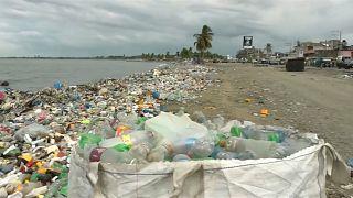 غرينبيس تتهم بيبسي وكوكا كولا ونستله بأنهم أكبر مصدر تلوث بالبلاستيك
