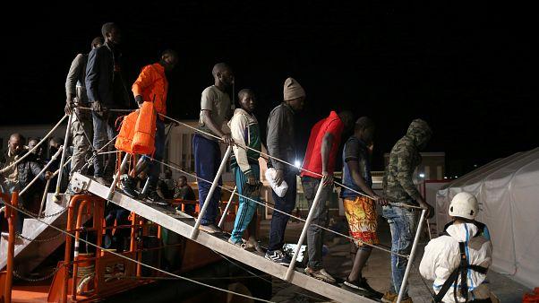 """L'UE """"aura un intérêt à ouvrir des voies légales pour"""" l'immigration"""