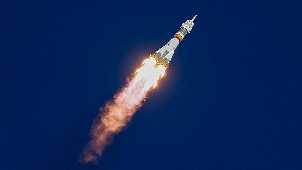 حادثه برای پرتابه «سایوز»؛ فضانوردان فرود اضطراری انجام دادند