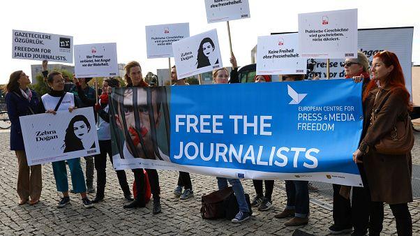 Sınır Tanımayan Gazeteciler: AB Türkiye'nin göçmenlerle ilgili şantajına boyun eğmesin