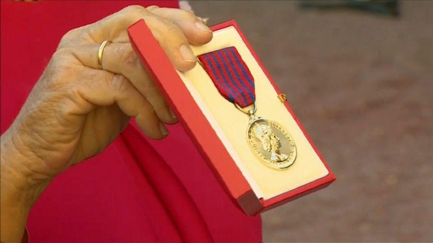 """Medalla al valor para el """"héroe del monopatín"""""""
