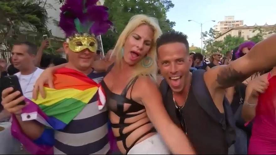 Cubanos debatem legalização do casamento homossexual