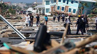 شاهد.. لقطات تظهر مراسل NBC ينقذ زميله من إعصار مايكل