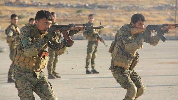 """القوات الكردية تكشف عن اعتقال 900 مقاتل أجنبي مع """"داعش"""""""