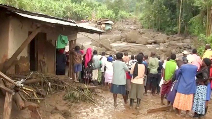 أكثر من ثلاثين قتيلاً في انهيار أرضي شرق أوغندا