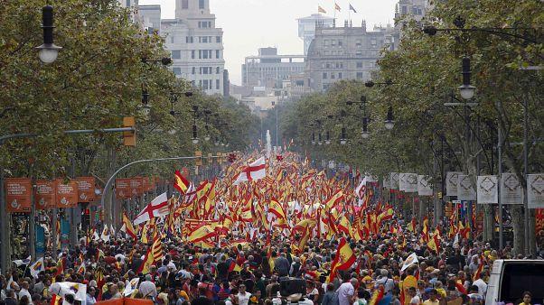 """Una protesta """"antifascista"""" intenta boicotear la marcha por la unidad de España en Barcelona"""