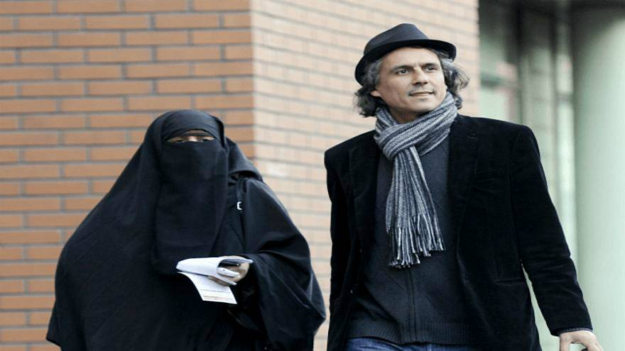 رجل الأعمال الجزائري رشيد نكاز الذي يتكفل بدفع غرامات المنقبات في أوروبا