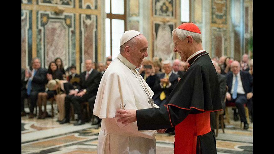 البابا فرانسيس يقبل استقالة كبير أساقفة واشنطن على خلفية فضائح جنسية