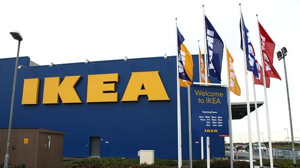 IKEA'dan kapak çalmakla suçlanan genç kızın gözaltına alınması tepki çekti