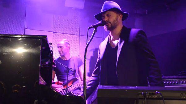 الفنان بشار مار - خليفة يغني في مدينة ليون الفرنسية