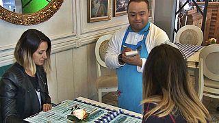 کارکنان مبتلا به سندرم داون در کافه لبخند: تصورات غالب را شکست میدهیم