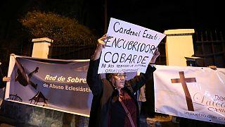 El papa expulsa del sacerdocio a dos exobispos chilenos