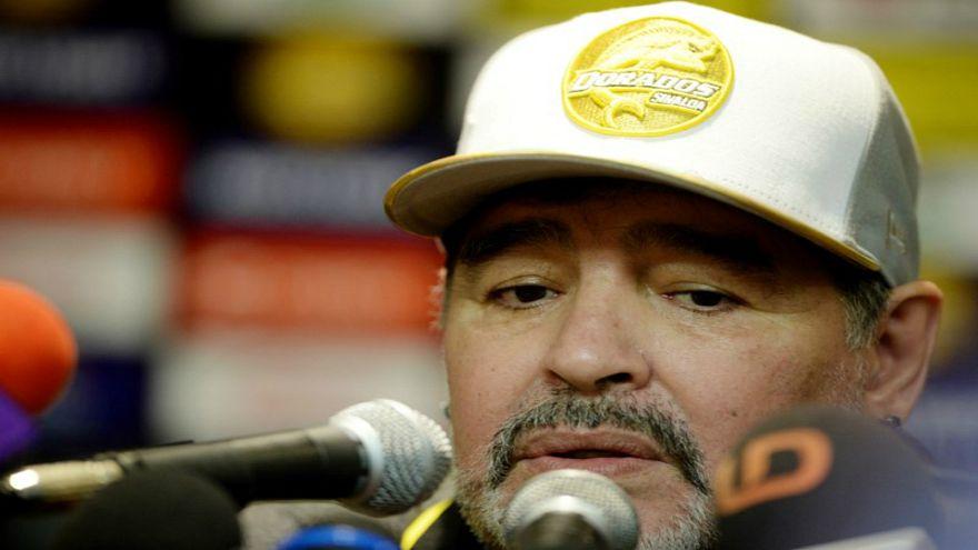 """مارادونا يفتح النار على ميسي ويؤكد أنه ليس """"قائدا"""" للأرجنتين"""