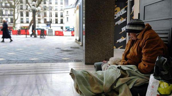 شهرداری پاریس در فصل سرما درهای خود را به روی بی خانمان ها می گشاید