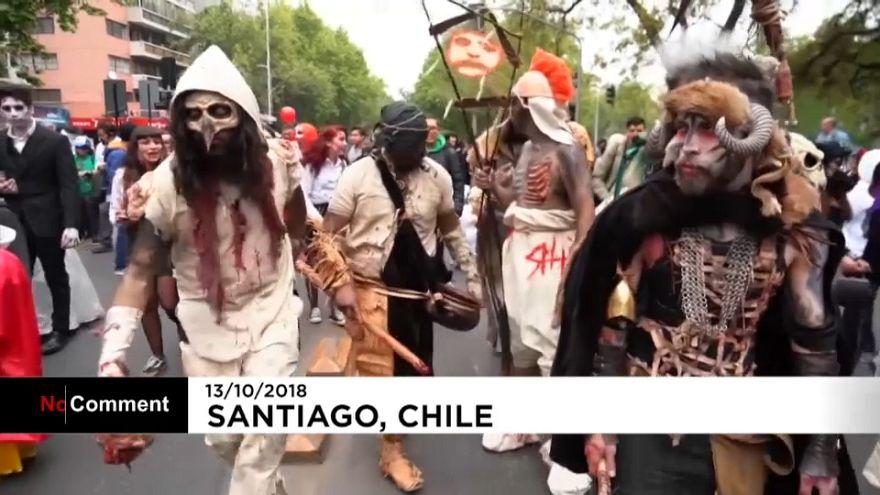 رژۀ سالانۀ زامبیها در شهر سانتیاگو شیلی