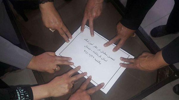 تحصن سراسری معلمان در شهرهای مختلف ایران در اعتراض به مشکلات صنفی
