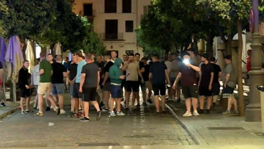 Disturbios y destrozos en Sevilla a manos de aficionados ingleses