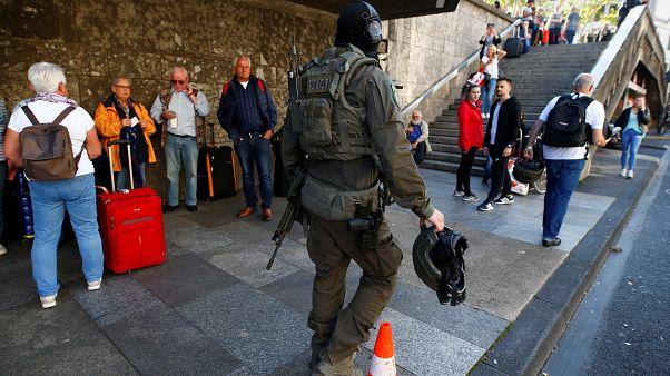 إطلاق نار  واحتجاز رهينة في محطة القطار الرئيسية في كولونيا
