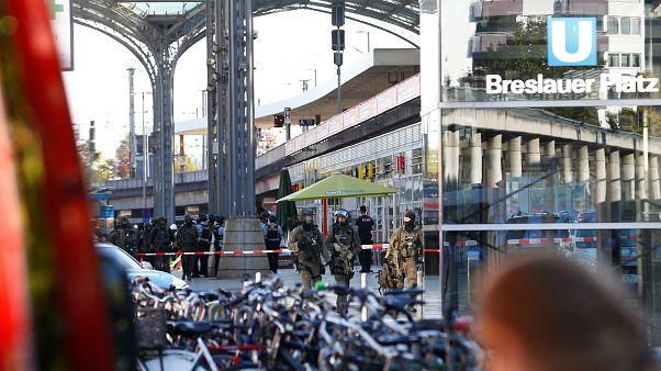 Colonia, spari alla stazione, ci sono ostaggi. La polizia in contatto col sequestratore
