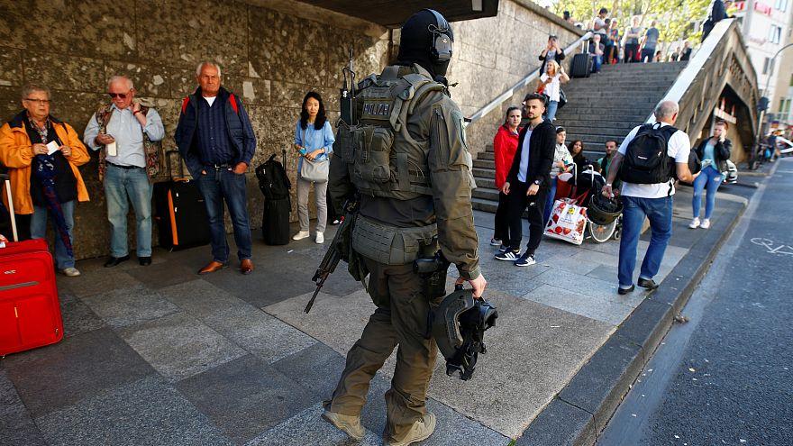 Colonia: polizia ferma aggressore che aveva preso una donna in ostaggio