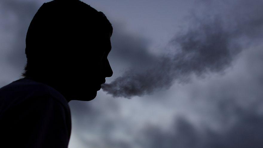 ABD gençlerde hızla yayılan aromalı elektronik sigaranın satışını sınırlandırıyor