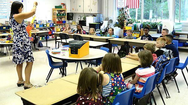 İtalya'da tepki çeken uygulama: Göçmen çocuklarına kantinde yemek ve okul servisi yok
