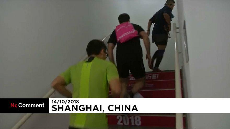 شاهد: ماراثون للركض العمودي في الصين يتسلق فيه المشاركون نحو 1500 درجة