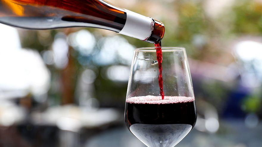 زجاجة نبيذ فرنسي تباع بسعر قياسي تجاوز نصف مليون دولار في مزاد في نيويورك