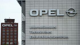 Házkutatás az Opelnél