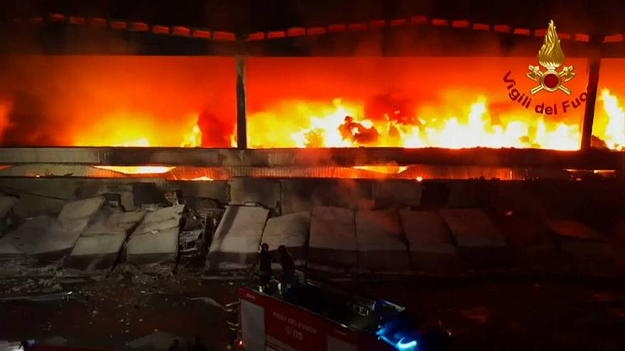 Watch : Firefighters tackle blaze at dump in Milan