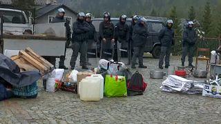 الشرطة الإيطالية تخلي مخيم مهاجرين