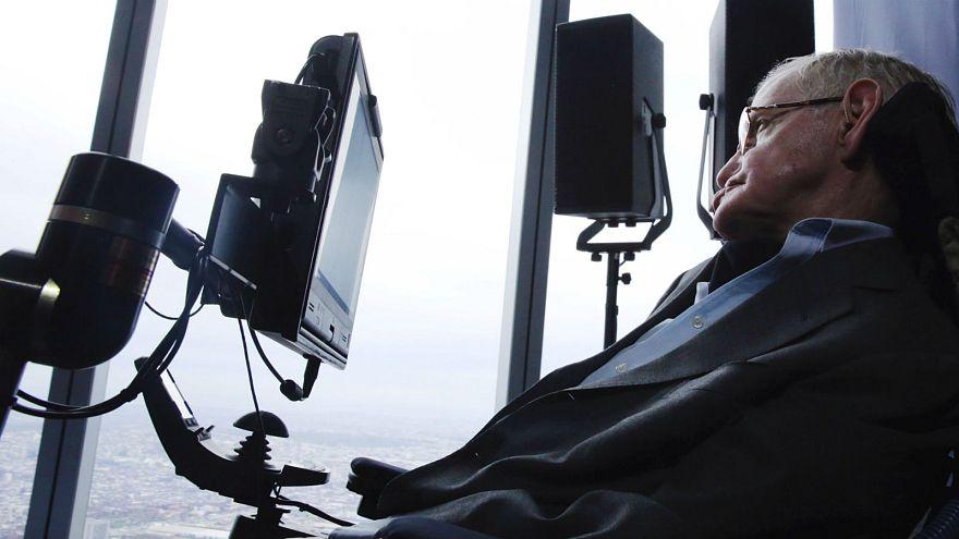 """Le """"surhomme"""", source d'inquiétude pour Stephen Hawking"""