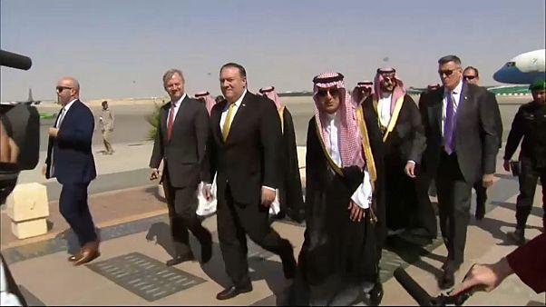 وزير الخارجية الأمريكي يصل الرياض لبحث قضية اختفاء خاشقجي مع الملك سلمان