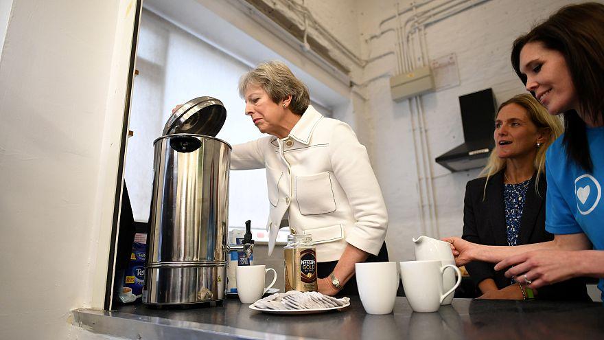 Theresa May két tűz között