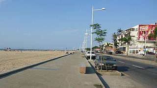 Controlos policiais à saída da ilha de Luanda gera novo negócio