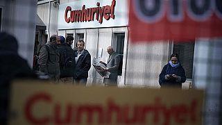 Cumhuriyet gazetesi davasında Can Dündar ve İlhan Tanır hakkında kırmızı bülten kararı