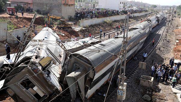 مقتل 7 أشخاص وإصابة العشرات في خروج قطار عن القضبان بالمغرب